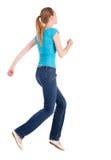Baksida beskådar av banhoppningkvinna i jeans Royaltyfri Fotografi