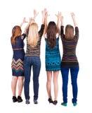 Baksida beskådar av gruppen av unga kvinnor Royaltyfri Bild