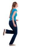 Baksida beskådar av rinnande kvinna i jeans Arkivfoto