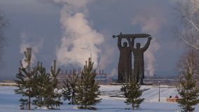 Baksida-framdel minnesmärke i Magnitogorsk Time-schackningsperiod video arkivfilmer