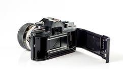 Baksida-sikt av en filmfotokamera som isoleras på vit Royaltyfri Bild
