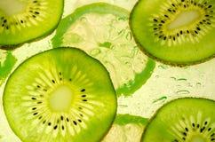 Baksida tända kiwi- och citronskivor Royaltyfri Foto