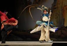 """Baksida trängde generaler för PekingOpera"""" kvinnor av Yang Familyâ € royaltyfria bilder"""