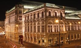 baksida vienna för opera för facadehusnightshot Royaltyfria Bilder