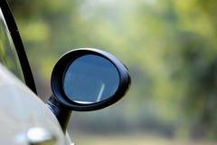 Baksidaen beskådar avspeglar Arkivfoton