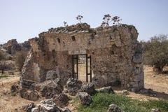 Baksidan av den huvudsakliga ingången till allmänhet badar på Aptera, Kreta Royaltyfri Fotografi