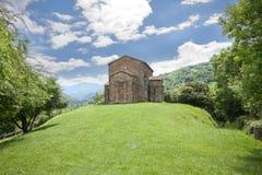 Baksidt av den Santa Cristina de Lena kyrkan Royaltyfri Fotografi