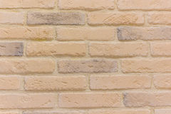 Baksteen achtergrondsamenvatting textureweathered binnen textuur van bevlekte oude lichtbruine gipspleister en geschilderde rode  Stock Foto