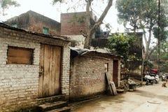 Baksteen oud huis in het slechte kwart van Haridwar royalty-vrije stock afbeeldingen