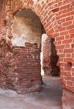 Baksteenboog van Tartu-Kathedraal, Estland, als Dorpat-Kathedraal vroeger wordt bekend die stock foto