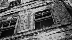 Baksteengebouwen door WW2 worden beschadigd die stock footage