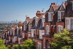 Baksteenhuizen op een panoramisch schot van Muswell-Heuvel, Londen, het UK Royalty-vrije Stock Foto's