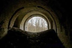 Baksteentunnel binnen Stock Afbeeldingen