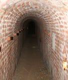 Baksteentunnel van een geheime ondergrondse passage Stock Afbeeldingen