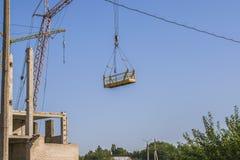 Bakstenen die in openlucht leggen Eigentijds stedelijk landschap De foto van Nice van de onvolledige bouw met blauwe hemel op de  Stock Foto