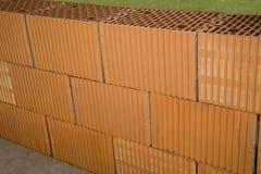 Bakstenen muur in aanbouw Royalty-vrije Stock Afbeeldingen