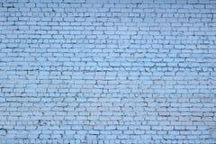 Bakstenen muur De bakstenen muur in blauw wordt geschilderd dat stock afbeeldingen