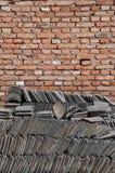 Bakstenen muur en Chinese Tegels stock afbeeldingen