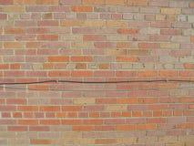 Bakstenen muur met draden 2 royalty-vrije stock foto's
