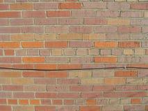 Bakstenen muur met draden 4 royalty-vrije stock afbeelding