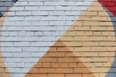 Bakstenen muur met een abstract geometrisch patroon Royalty-vrije Stock Afbeeldingen