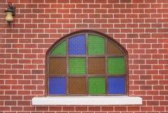 Bakstenen muur met groen en klimop voor het kunstwerk royalty-vrije stock afbeelding