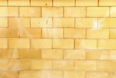 Bakstenen muur in oranjegele toon Stock Fotografie