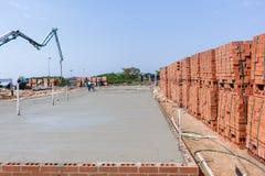 Bakstenen van de bouw de Concrete Bevloering Royalty-vrije Stock Afbeeldingen