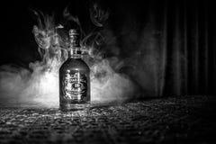 BAKU, ASERBAIDSCHAN - 25. MÄRZ 2018: Gemischt von den Whiskys, die für mindestens 18 Jahre gereift werden, Goldist- unterzeichnun Stockfotografie