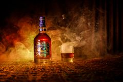 BAKU, ASERBAIDSCHAN - 25. MÄRZ 2018: Gemischt von den Whiskys, die für mindestens 18 Jahre gereift werden, Goldist- unterzeichnun Lizenzfreies Stockbild