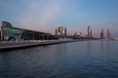 Baku, Azerbaijão - 02 02 2018: Bulevar do beira-mar Baku é a cidade a maior no mar Cáspio e da região de Cáucaso fotografia de stock