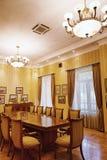 BAKU, AZERBAIJÃO - 17 de junho de 2015: Sala na casa de campo Petrolea imagem de stock royalty free