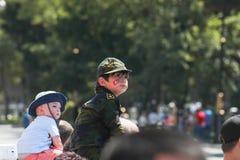 BAKU, AZERBAIJÃO - 26 de junho de 2018 - parada militar em Baku, pessoa azerbaijano que comemora o 100th aniversário de forças ar Foto de Stock Royalty Free