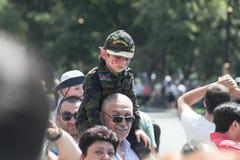 BAKU, AZERBAIJÃO - 26 de junho de 2018 - parada militar em Baku, pessoa azerbaijano que comemora o 100th aniversário de forças ar Foto de Stock