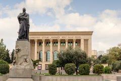 BAKU, AZERBAIJÃO - 17 DE OUTUBRO DE 2014: O teatro acadêmico do drama do estado de Azerbaijão fotos de stock royalty free