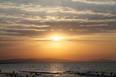Baku Azerbaijan Strand Sonnenuntergang Roter Himmel Orange Himmel Sea küste Stockfotos