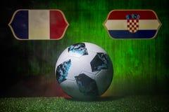 BAKU AZERBAJDZJAN - JULI 12, 2018: Idérikt begrepp Representant Ryssland fotbollboll för 2018 världscup Adidas Telstar 18 på gräs vektor illustrationer