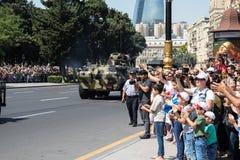 BAKU AZERBAJDZJAN - JUNI 26 2018 - militären ståtar i Baku, Azerbajdzjan på armédag Azerbajdzjan som firar den 100. årsdagen av a Arkivbild