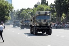 BAKU AZERBAJDZJAN - JUNI 26 2018 - militären ståtar i Baku, Azerbajdzjan på armédag Azerbajdzjan som firar den 100. årsdagen av a Royaltyfria Foton