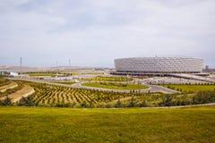 Baku Azerbajdzjan: Matchdagen på Baku Olympic Stadium Det finns grönska runt om Baku Olympic Stadium arkivfoton