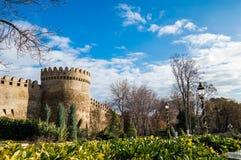 Baku Azerbajdzjan Sikten på den av centralen parkerar Arkivfoto