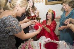 Baku, azerbayjan-10 kan 2017: Huwelijkspartij de bruid, de bruidegom en de gasten bij het nationale Turkse Oosterse huwelijk stock foto's