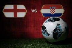 BAKU, AZERBEIDZJAN - JULI 08, 2018: Creatief concept De officiële bal van de de Wereldbekervoetbal van Rusland 2018 Adidas Telsta Stock Fotografie
