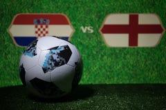 BAKU, AZERBEIDZJAN - JULI 08, 2018: Creatief concept De officiële bal van de de Wereldbekervoetbal van Rusland 2018 Adidas Telsta Royalty-vrije Stock Foto's