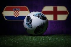 BAKU, AZERBEIDZJAN - JULI 08, 2018: Creatief concept De officiële bal van de de Wereldbekervoetbal van Rusland 2018 Adidas Telsta Royalty-vrije Stock Fotografie