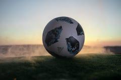 BAKU AZERBEJDŻAN, CZERWIEC, - 24, 2018: Kreatywnie pojęcie Urzędnik Rosja 2018 pucharów świata futbolowa piłka Adidas Telstar 18  Obrazy Stock
