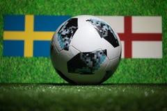 BAKU AZERBEJDŻAN, LIPIEC, - 04, 2018: Kreatywnie pojęcie Urzędnik Rosja 2018 pucharów świata futbolowa piłka Adidas Telstar 18 na Obraz Stock