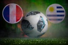 BAKU AZERBEJDŻAN, LIPIEC, - 01, 2018: Kreatywnie pojęcie Urzędnik Rosja 2018 pucharów świata futbolowa piłka Adidas Telstar 18 na Fotografia Stock