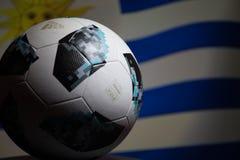 BAKU AZERBEJDŻAN, LIPIEC, - 06, 2018: Kreatywnie pojęcie Urzędnik Rosja 2018 pucharów świata futbolowa piłka Adidas Telstar 18 Za Fotografia Royalty Free