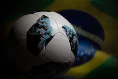 BAKU AZERBEJDŻAN, LIPIEC, - 06, 2018: Kreatywnie pojęcie Urzędnik Rosja 2018 pucharów świata futbolowa piłka Adidas Telstar 18 Za Zdjęcia Royalty Free